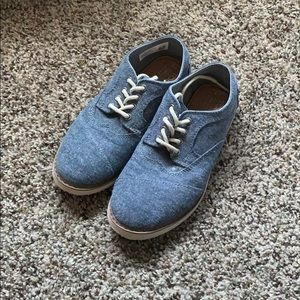 Tom's youth shoes